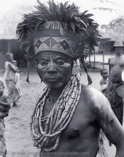 Luba traditional diviner (medicine men, witch doctors) dancing to the sound of slit drum, Kaluanzo, Katanga Province (1959)