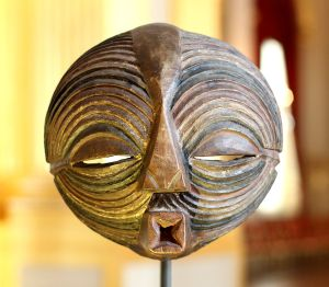 Kifwebe_mask_-_Luba_-_RDC_-_Royal_Palace,_Brussels