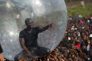 akon-in-bubble